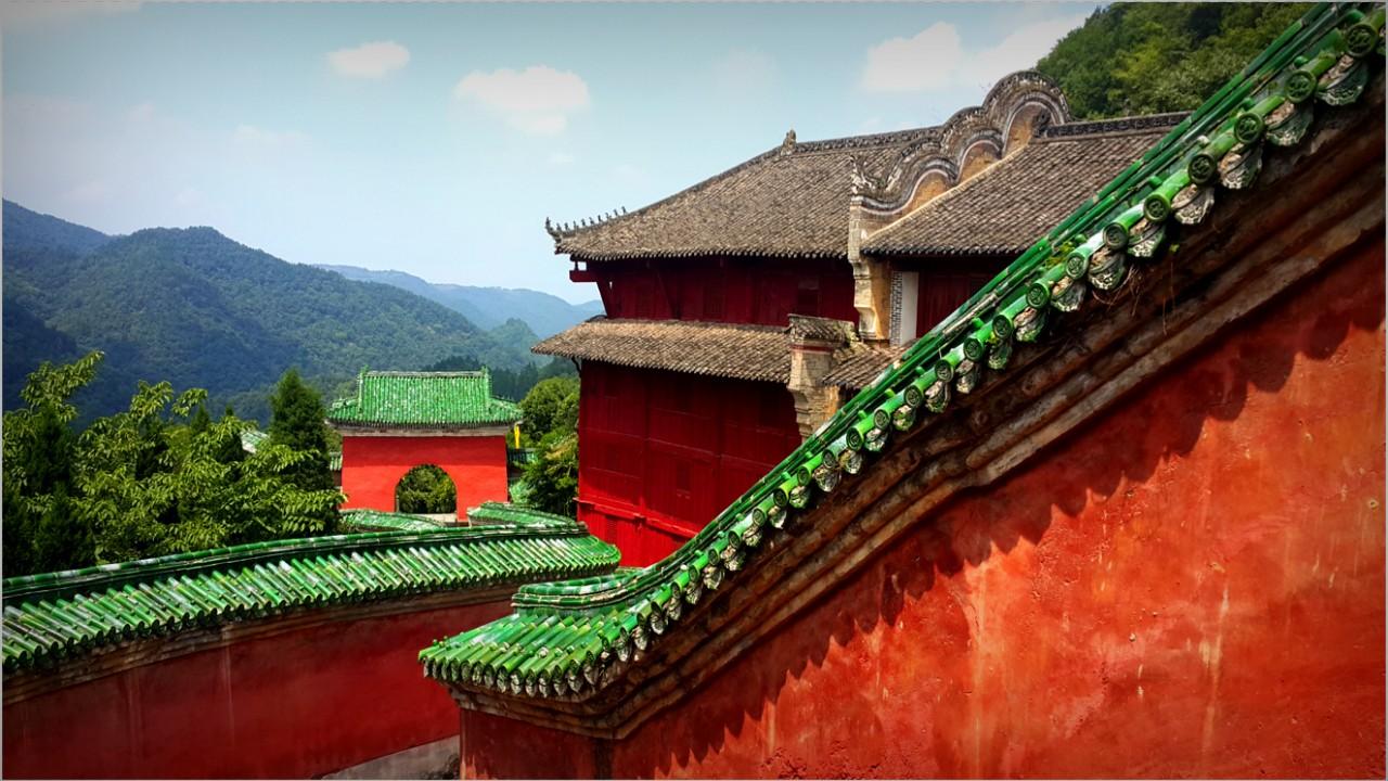 Gorovje Wudang. Kulturno in duhovno potovanje po Kitajski z mojstrom Shining Chen-om, 2016.